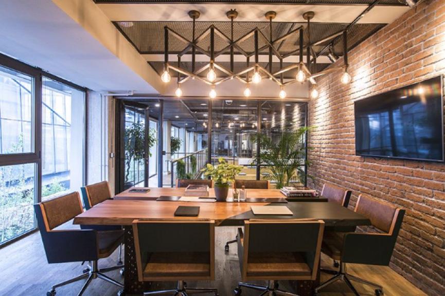 玻璃隔断or砖墙隔断,你的办公室设计选哪个?