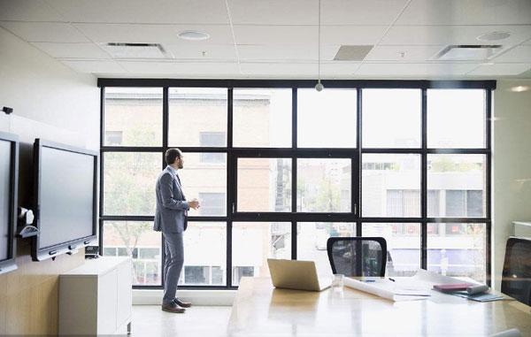 办公室装修时窗户该怎么装修好?