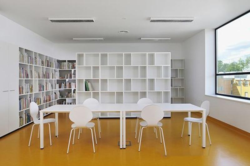 地毯or地板,办公室装饰你选哪一个?